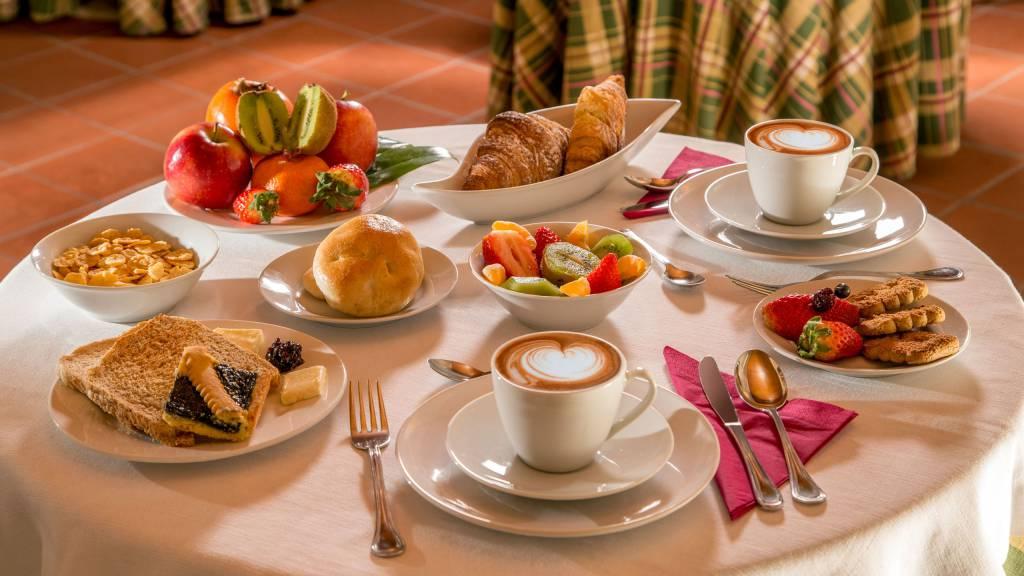 resort-la-rocchetta-petit-dejeuner-01
